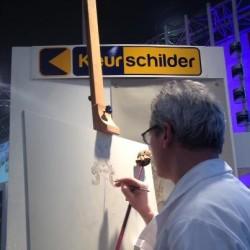 De Keurschilder op de Bouwbeurs in Utrecht aan het schilderen